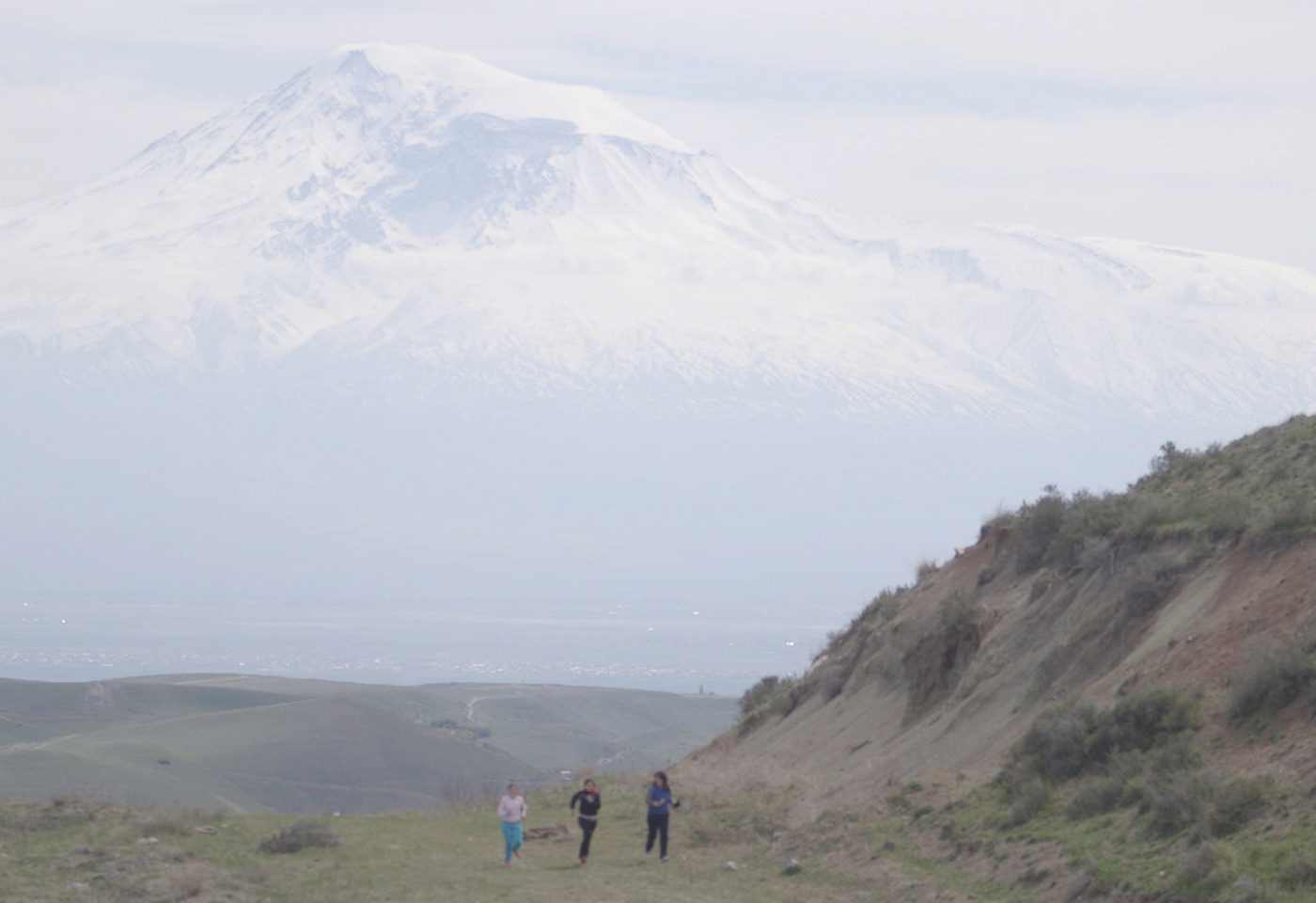 Documentary film THE OTHER SIDE OF HOME by Nare Mkrtchyan – 2016 Arpa IFF